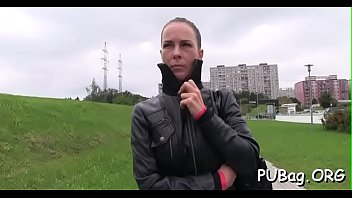 public e49 bara agent Eva henger scacco