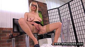 labia lesbian4 saggy Daughter give a hard handjob