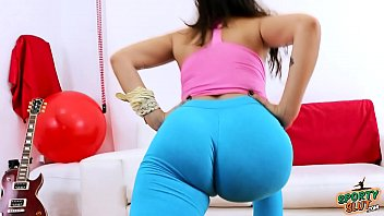 ass round bubble Pretty brunette gets fucked in the wrong holef70
