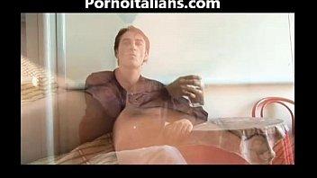 mamma scopa ragazzo arrapata Upside down hanging man
