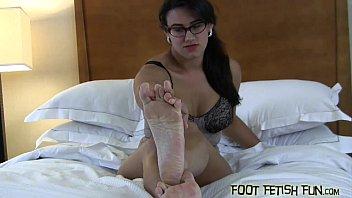 comparing big feet gay 18yo omegle girl