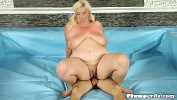 finds fat amazing bbw Una rica doble penetracion vaginal a putita vieja by turyboy