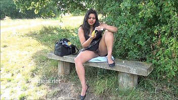 outdoor indian par Venezuela tv presenter stripping