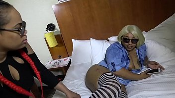 pussy show the booty big granny Mali luna gets her pussy eaten while talking on the phone